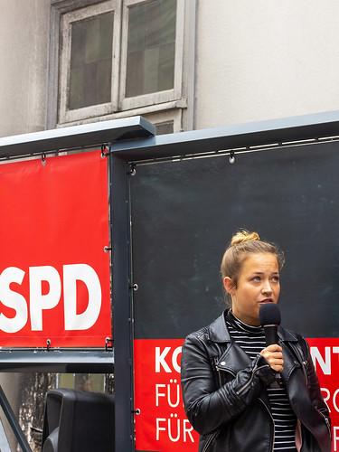 Gespräch mit der Ratskandidatin Christina Bernhardt auf der Innenstadtbühne.