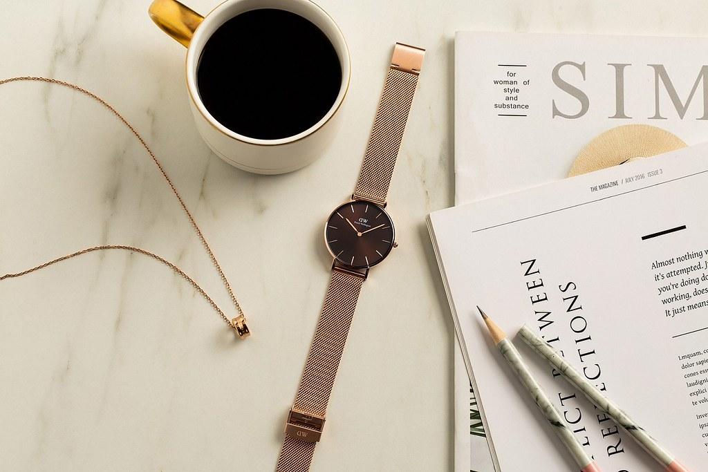 週末,戴上Petite Amber幻彩琥珀棕腕錶,在喜歡的咖啡廳待上一整天,絕對是一段美好時光!