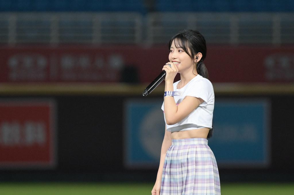 圖4-So-net X樂天桃猿主題日 女神蔡瑞雪賽前演唱「欸!你是我的菜」