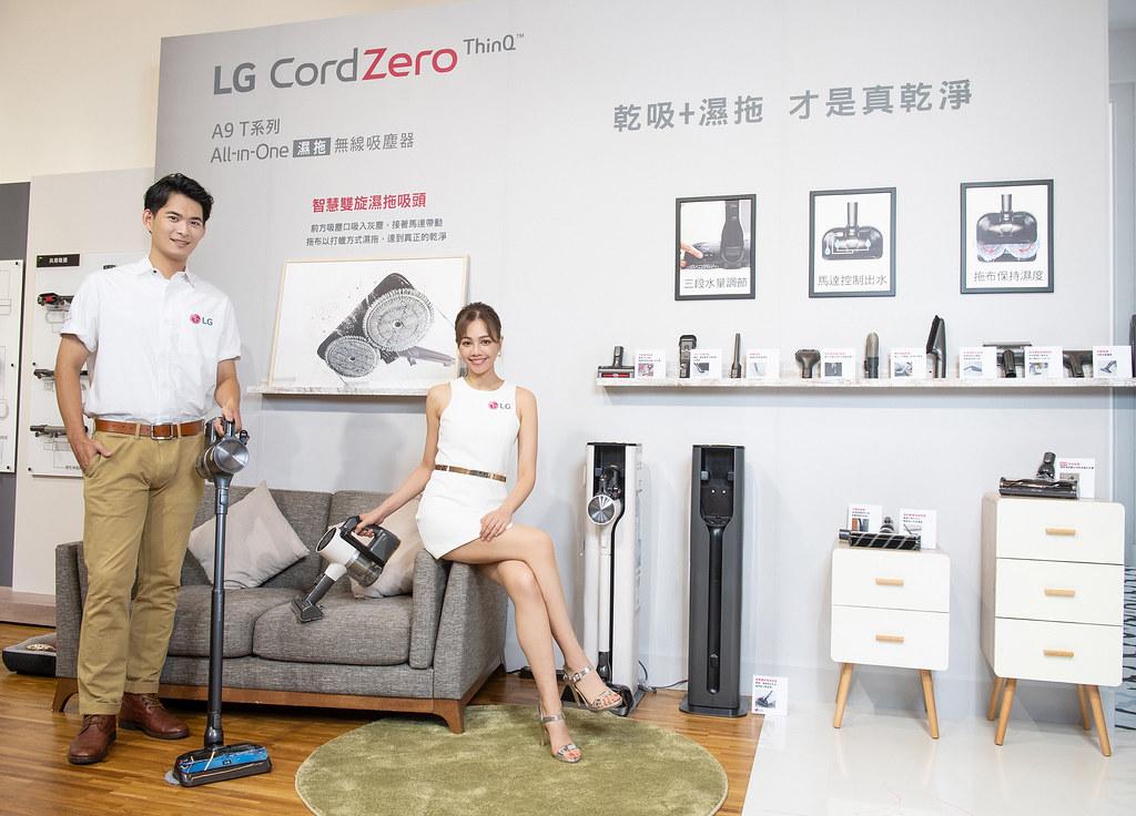 LG A9 T系列All-in-One濕拖無線吸塵器配備6款吸頭,除了可以同時乾吸濕拖的智慧雙旋濕拖吸頭外,新增地毯吸頭可深入地毯深層除塵、還有能清除沙發及寵物寢具的毛髮專用吸頭,面對任何環境都能隨機應變 完成清潔。