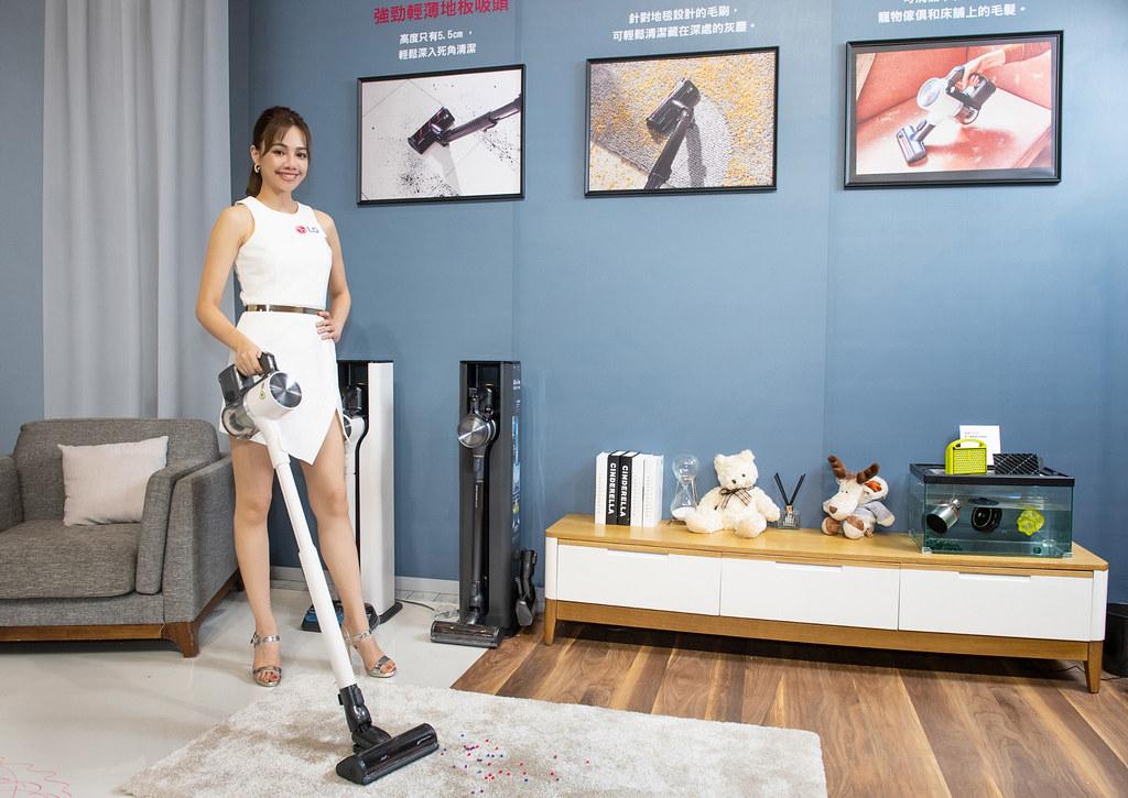 LG A9 T系列All-in-One濕拖無線吸塵器旗艦款雪霧白(A9T-ULTRA)新增地毯吸頭可深入地毯深層除塵。
