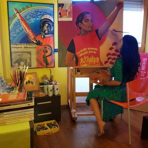 Fede Jappa 🎨 #pittrice #tamburelli #arte per #helinbölek 🌹 #grupyorum 🎥 #elettritv 💻📲 #federicavesselli #style  #avanguardiasovietica 🔨🔩 #resistenzainternazionale  🚩 #webtv