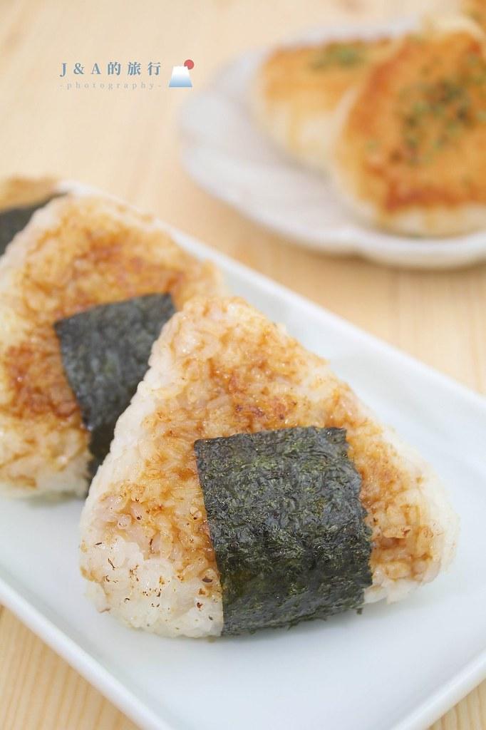 【食譜】日式烤飯糰。居酒屋烤飯糰用平底鍋輕鬆做,滋味濃郁的味噌烤飯糰做法 @J&A的旅行