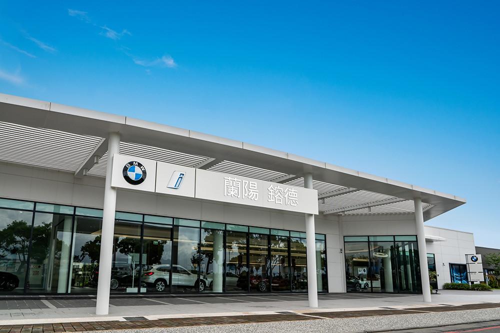BMW 211004-6