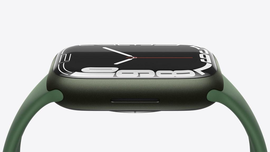 Apple_watch-series7-availability_durability_10052021