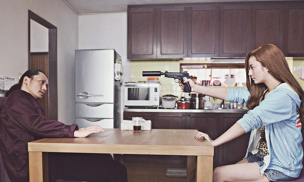 002【殺手寓言殺手不殺人】劇照_木村文乃(右)與安藤正信(左)將在片中有精彩格鬥場面