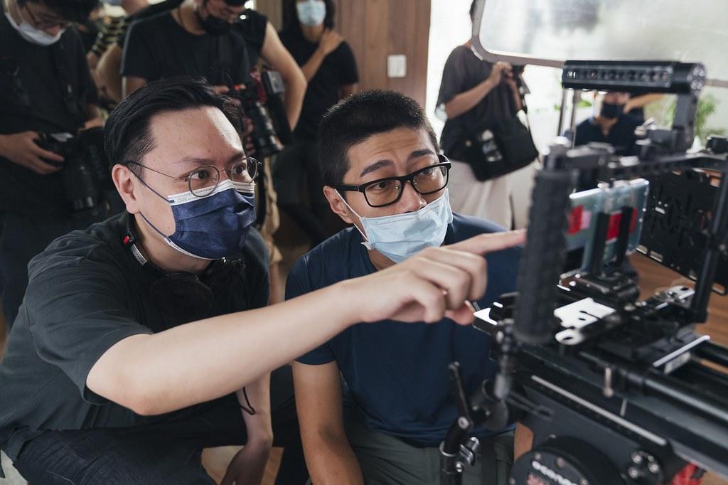 知名電影《孤味》導演許承傑和金馬金鐘雙料攝影陳克勤,運用vivo X70 Pro鏡頭拍攝微電影「圓形三角形」於10月6日首映。