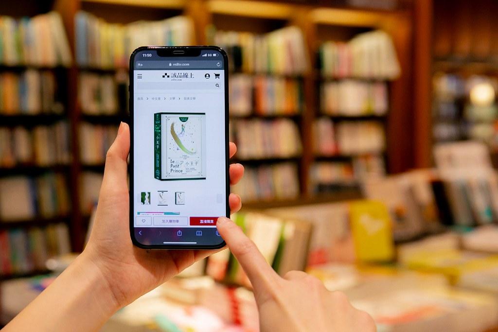 誠品書店也推出5倍券「振興閱讀方案」!10.8-10.17信義店書店使用5倍券支付(不限消費金額),即贈信義夜書店夜貓子100元電子券,邀您享受夜半清晨的閱讀時光。