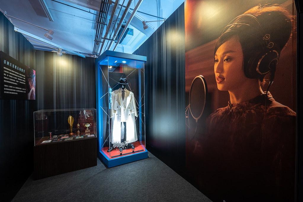 【梅艷芳ANITA】電影戲服展 - 6 「亞洲巨星歌后梅艷芳」展出打破性別二元窠臼的白色帥氣西裝