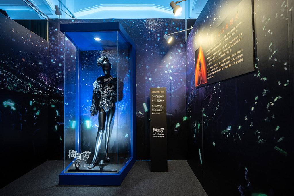 【梅艷芳ANITA】電影戲服展 - 8 「百變舞台天后梅艷芳」展出前衛黑色羽衣鉚釘造型的舞台戰衣