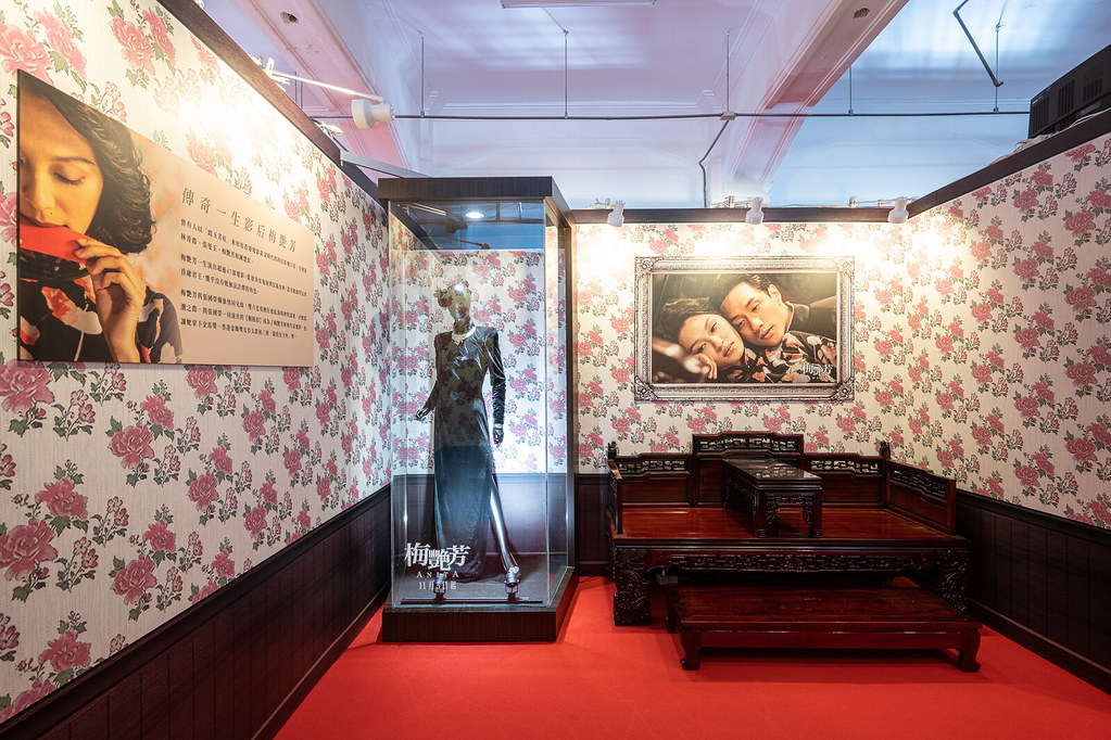 【梅艷芳ANITA】電影戲服展 - 7 「傳奇一生影后梅艷芳」展出因【胭脂扣】出席並榮獲金馬影后的黑絨禮服