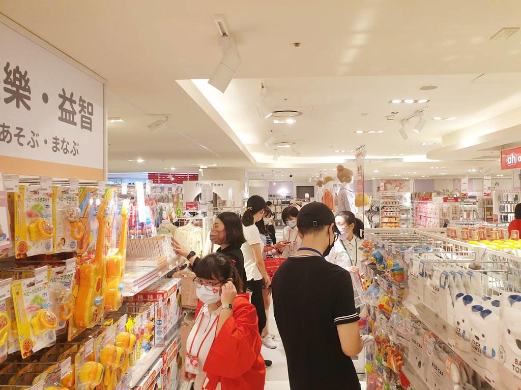 占地203坪大空間!商品齊全!價格實惠!品項最完整的一站式購物體驗,日本境內版與聯名款通通都有,育兒的購物首選(台灣阿卡將本鋪提供)