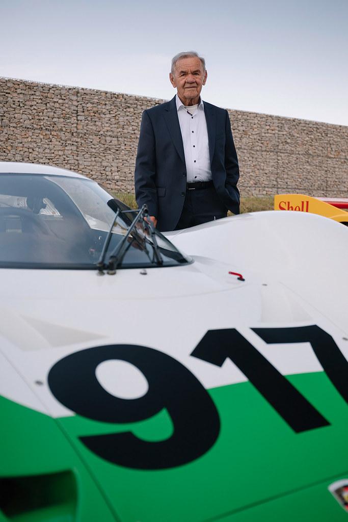 Porsche 211001-1