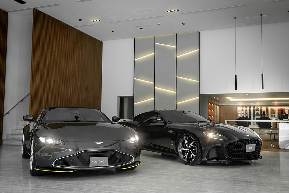 Aston Martin 211007-1
