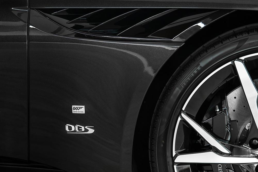 Aston Martin 211007-19