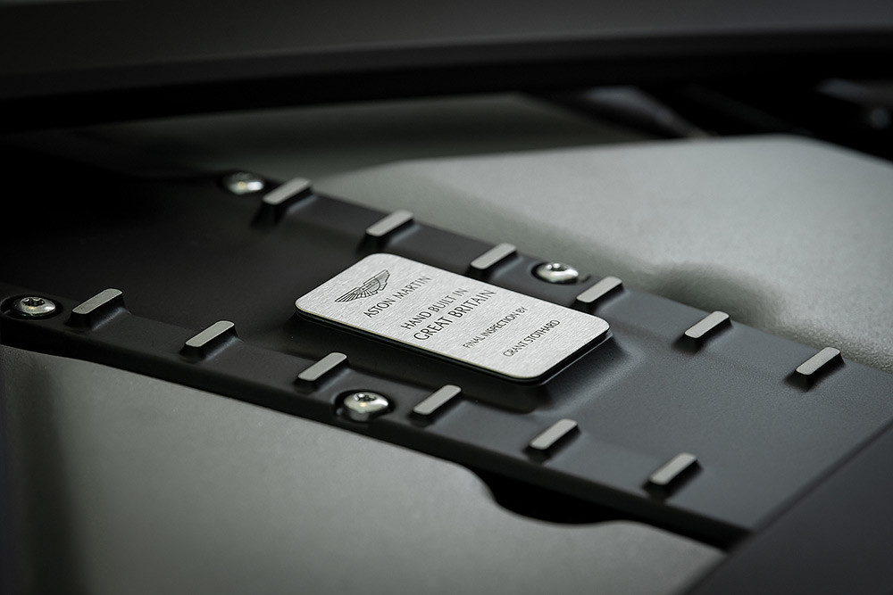Aston Martin 211007-31