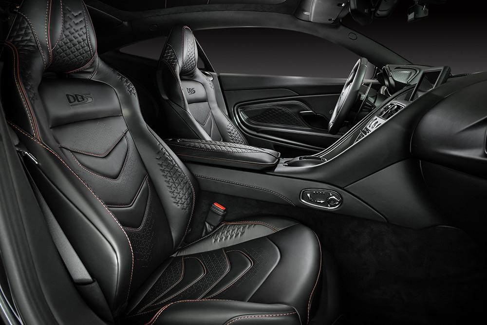 Aston Martin 211007-25