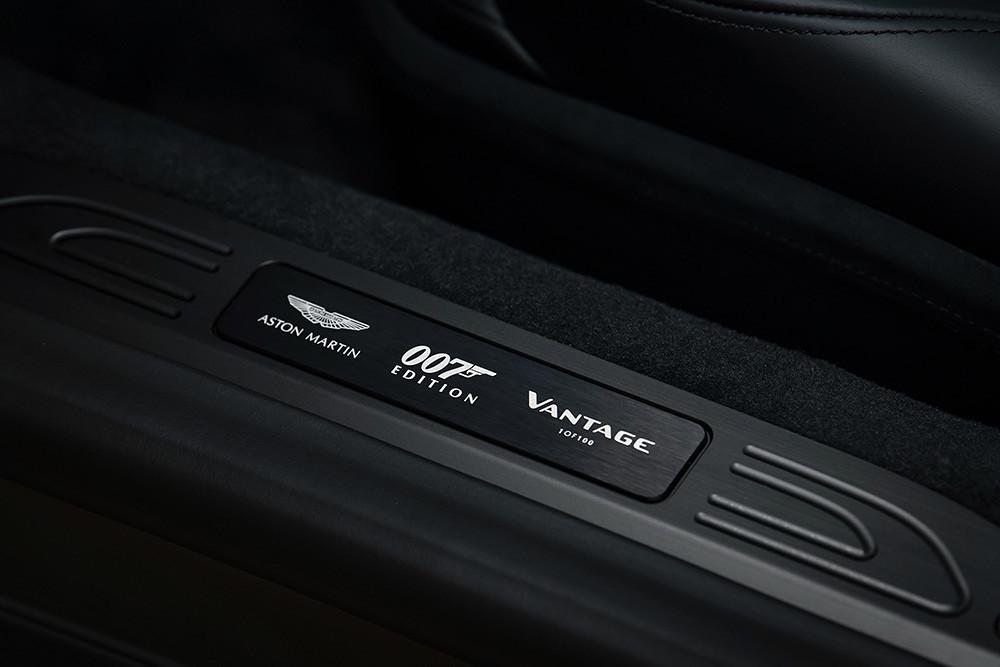 Aston Martin 211007-14