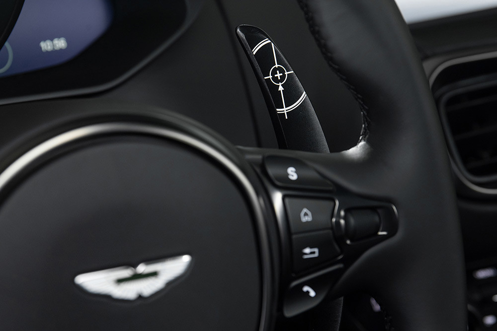 Aston Martin 211007-8
