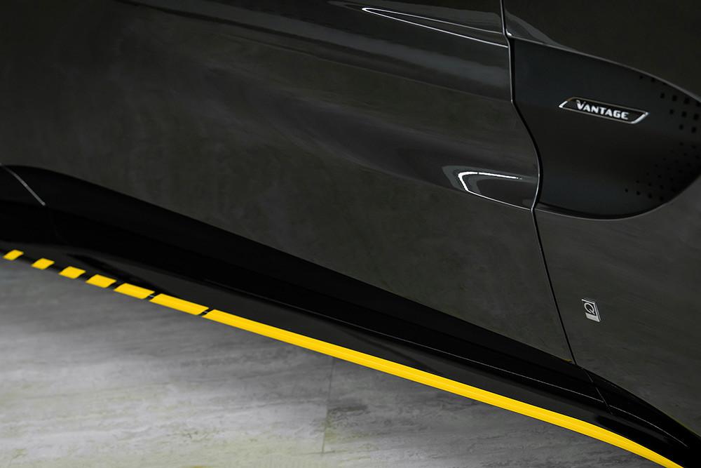 Aston Martin 211007-4