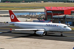 TC-JLJ Airbus A320-231 Turkish Airlines FRA 30JUL05 (Ken Fielding) Tags: tcjlj airbus a321231 turkishairlines aircraft airplane airliner jet jetliner aviation