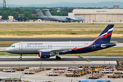 VP-BWI Airbus A320-214 Aeroflot Russian Airlines FRA 29JUL05 (Ken Fielding) Tags: vpbwi airbus a320214 aeroflotrussianairlines aircraft airplane airliner jet jetliner aviation