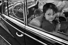 Two Girls In A Mercedes (Monty May (OBSERVE)) Tags: street germany blackwhite nrw iserlohn instruction41