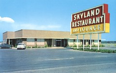 Skyland Restaurant and Lounge - Perry, Florida (The Cardboard America Archives) Tags: vintage restaurant florida postcard lounge perry skyland