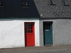 Plockton Scotland-45.jpg (Carla Januska) Tags: portree scotland landscape outdoor house door red blue cottage