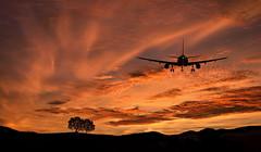 Atterraggio serale (Zz manipulation) Tags: art ambrosioni natura zzmanipulation aereo rosso arancio sera atterraggio